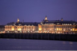 By night, discover Bordeaux...